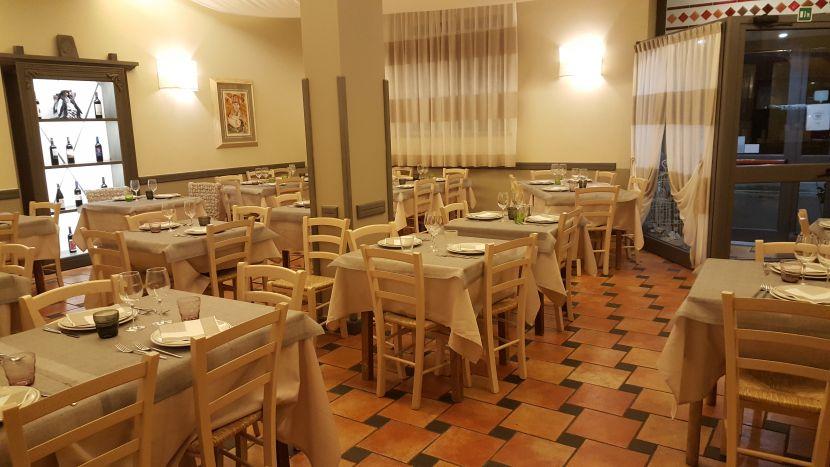 Cucina ristorante le colonne di matraia offre la vera cucina di lucca e in pizzeria le - Organizzare cucina ristorante ...